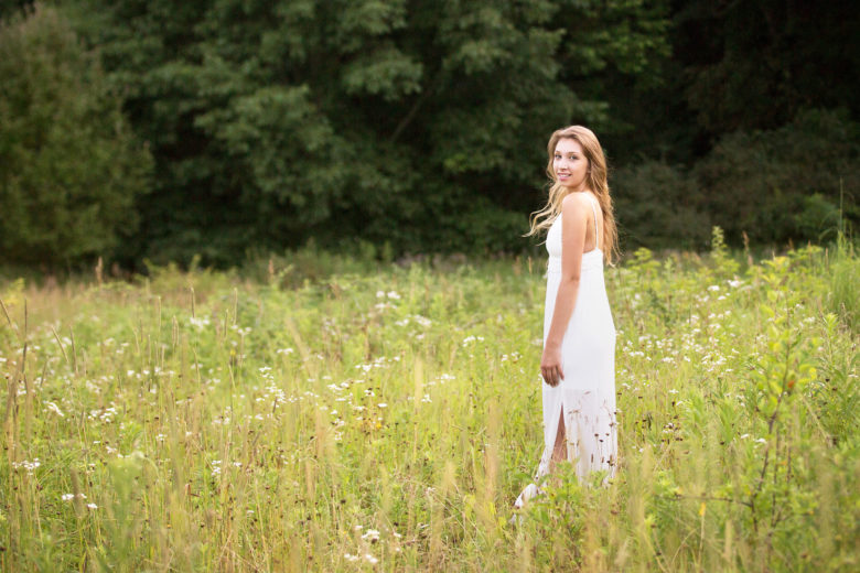 Kalamazoo senior pictures in a field
